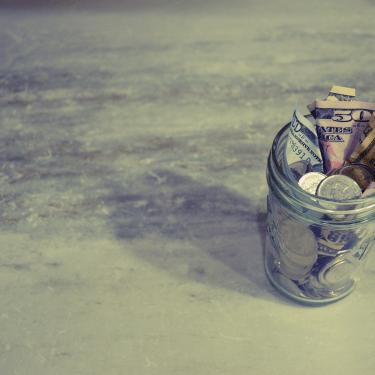Make Money, Decluttering, Garage Sale, Varage Sale, Kijiji, Facebook , Auction, Buy & Sell, Craigslist, Let Go, Offer Up