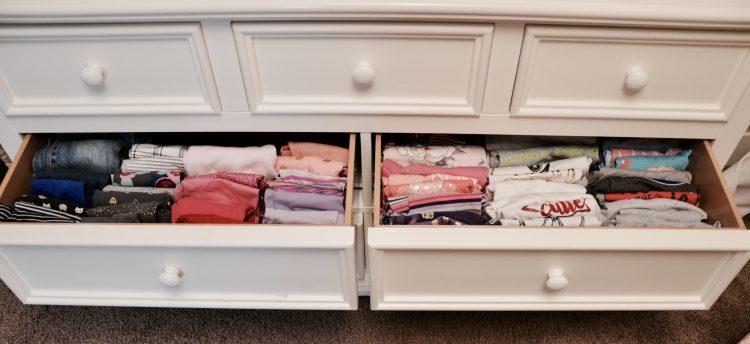 #konmarimethod #clothesorganization #decluttering #organization #homehack #homeorganization #verticalfolding #ourhappyhive