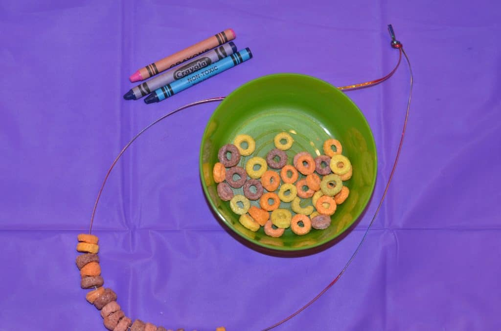 Make your personal doughnut necklace with fruitloops and string.