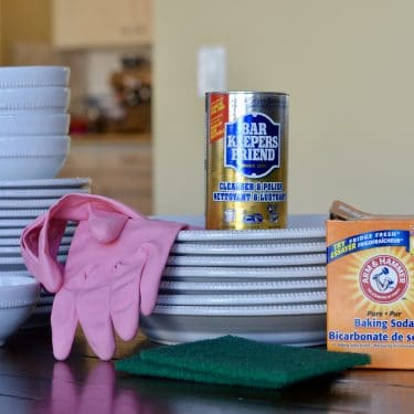 Do you have scratched dishes? Try this cleaning hack to easily restore dishes to new. | #cleaninghack #naturalcleaning #barkeepersfriend #restoration