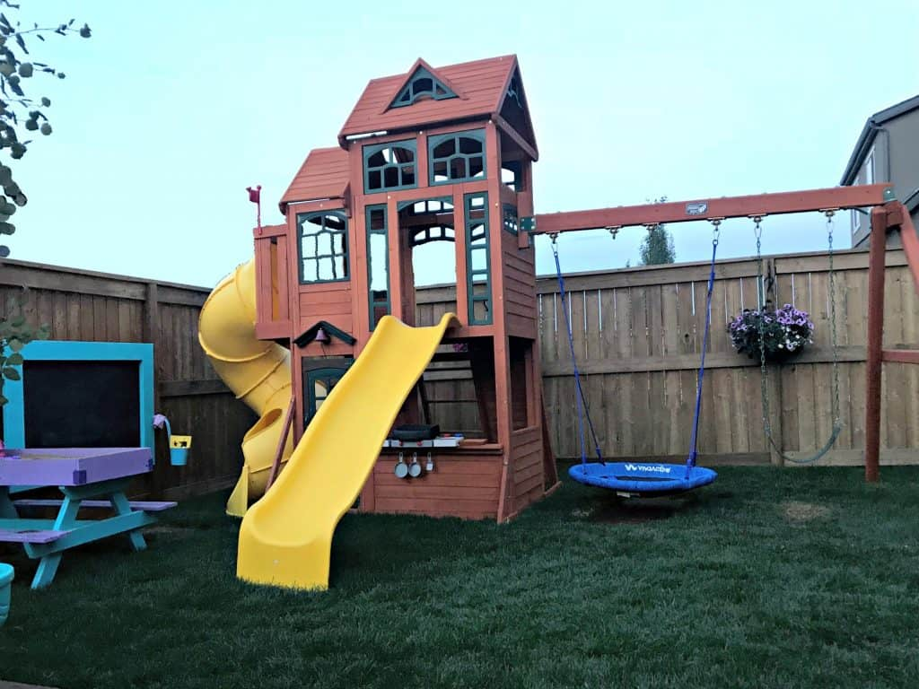 Play structure with Saucer Swing