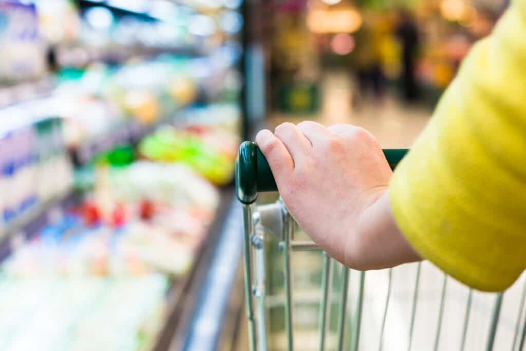 woman shoping by aisle with her free grocery list printable