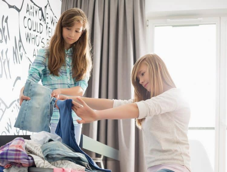 Mom and daughter motivated to declutter clothes
